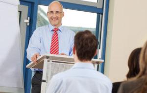 INtem - manager hält vortrag vor kollegen